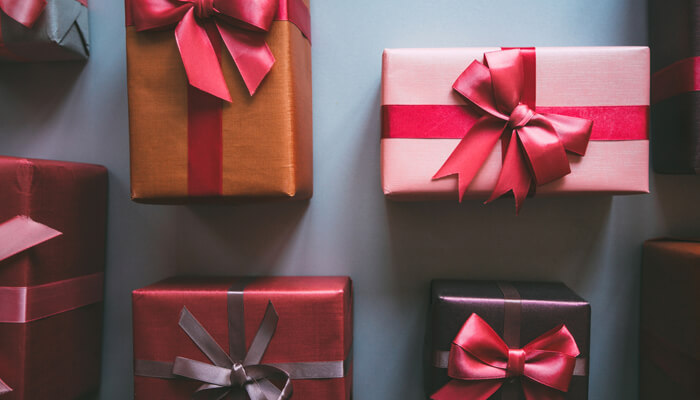 Holiday Gift-Giving Tips Article